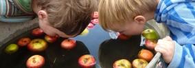 apple-bobbing-boys-1920x675
