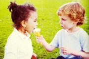 sharing-ice-cream-kids_f